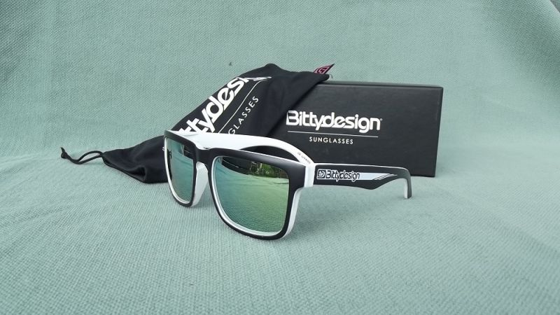 BITTYDESIGN RACE CLAYMORE SUNGLASSES (WHITE FRAME,GOLD/GREEN MIRROR LENS)